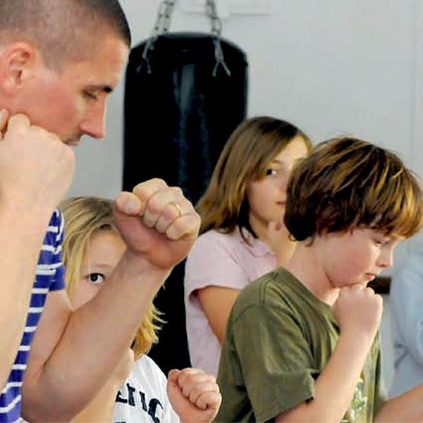 pilates_mallorca_kinderboxen-gruppe-trainer